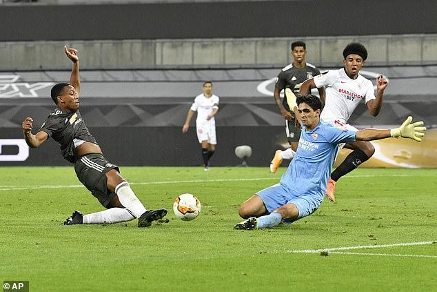 Bruno Fernandes nổi điên với đồng đội, Man United thất bại oan nghiệt trước Sevilla - Ảnh 2.