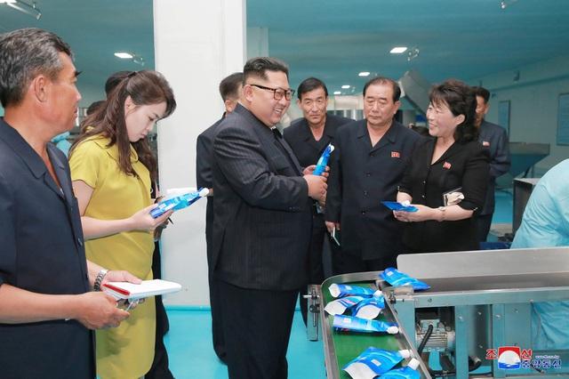 Ông Kim Jong-un lái xe Lexus, vậy người dân Triều Tiên chuộng hàng nhập khẩu hay nội địa? - Ảnh 2.