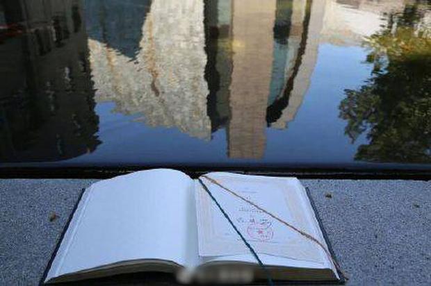 Trường đại học gửi giấy báo nhập học dài tận 416 trang cho tân sinh viên, hỏi ra mới biết ý nghĩa thâm thúy - Ảnh 2.