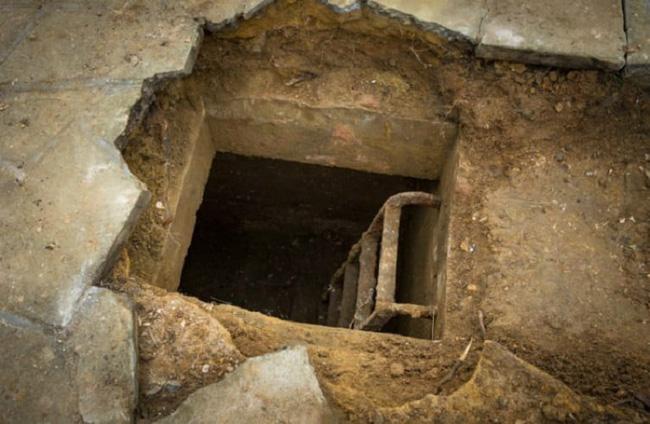 Vừa chuyển về nhà mới, người đàn ông nghe âm thanh lạ phát ra từ lòng đất trước khi đào được kho báu đặc biệt - Ảnh 4.