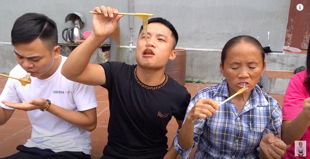 Lần đầu thử sức với món kẹo kéo khổng lồ, Bà Tân Vlog bị dân mạng nhận xét đã làm sai cách lại còn kém vệ sinh - Ảnh 10.