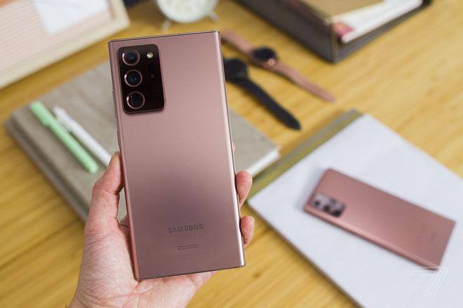 Muốn dùng ngon lành điện thoại Samsung trong vài năm liền, tham khảo ngay những thiết bị sau đây - Ảnh 1.