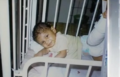 Bị bỏ rơi trong căn nhà suốt 1 tuần, bé gái được tìm thấy trong tình trạng suy kiệt và 10 năm sau, đứa trẻ khiến mẹ ruột phải hối hận tìm về - Ảnh 2.