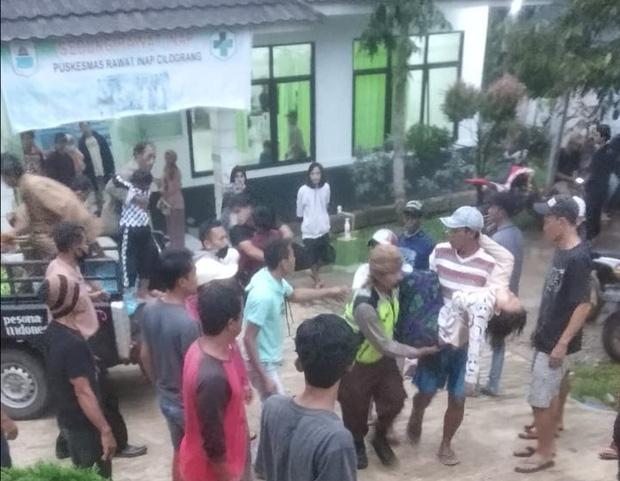 Đi xem bóng đá, 3 người chết và 20 người bị thương vì sét đánh tại Indonesia - Ảnh 1.