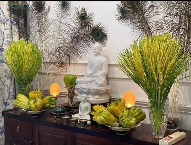 Thị sáp, hoa cau nguyên bẹ đắt hàng ngày mùng 1 mùa Vu Lan - Ảnh 3.