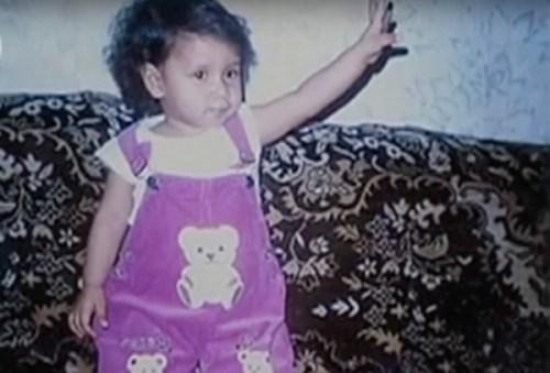 Bị bỏ rơi trong căn nhà suốt 1 tuần, bé gái được tìm thấy trong tình trạng suy kiệt và 10 năm sau, đứa trẻ khiến mẹ ruột phải hối hận tìm về - Ảnh 5.