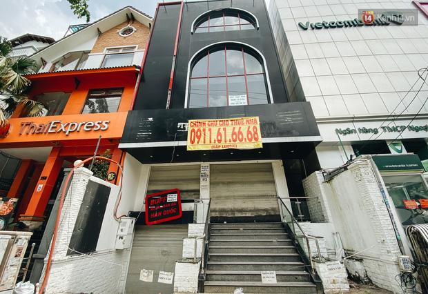 Hơn nửa năm đóng cửa vì dịch Covid-19, giá thuê mặt bằng trên đường Phan Xích Long vẫn chưa hạ nhiệt - Ảnh 7.