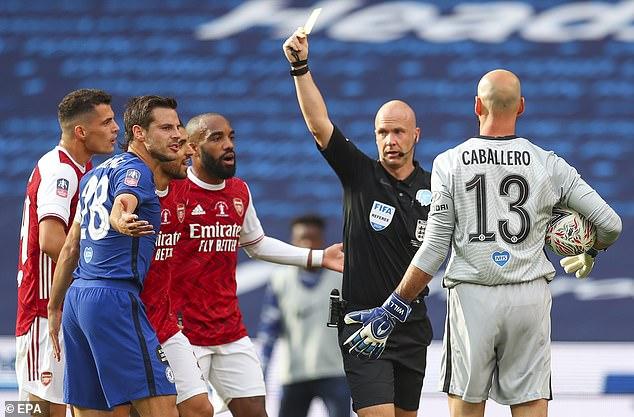 Đánh bại Chelsea, Arsenal lên ngôi vô địch trong ngày trọng tài dính scandal không kém V.League - Ảnh 6.