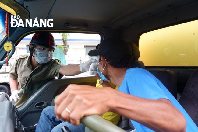 Giám đốc người Nhật báo nhiễm COVID-19, cách ly 23 nhân viên; Đăng lịch trình đi lại của người nghi nhiễm khi chưa được công bố, bị phạt 7,5 triệu - Ảnh 1.