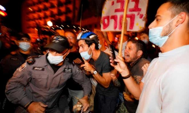 Biển người Israel xuống đường biểu tình phản đối thủ tướng - ảnh 1