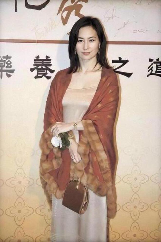 Chiêm ngưỡng loạt ảnh kiều diễm từ bé đến lớn của ái nữ mệnh phú quý Vua sòng bài Macau: Thuở thiếu nữ đẹp không khác mỹ nhân TVB - Ảnh 11.