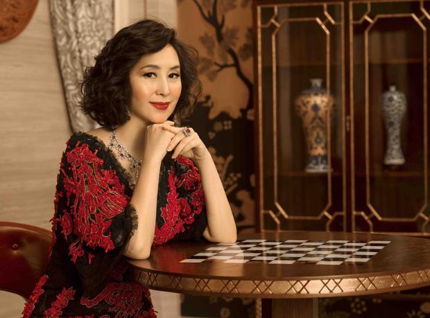 Chiêm ngưỡng loạt ảnh kiều diễm từ bé đến lớn của ái nữ mệnh phú quý Vua sòng bài Macau: Thuở thiếu nữ đẹp không khác mỹ nhân TVB - Ảnh 14.