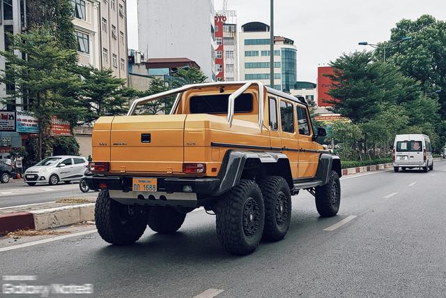 Cực phẩm Mercedes-Benz G63 AMG 6x6 của đại gia bí ẩn lăn bánh trên đường phố Hà Nội - Ảnh 3.