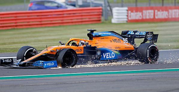 Đua xe F1: Nổ lốp ở vòng đua cuối, Lewis Hamilton vẫn về nhất tại Silverstone - Ảnh 6.
