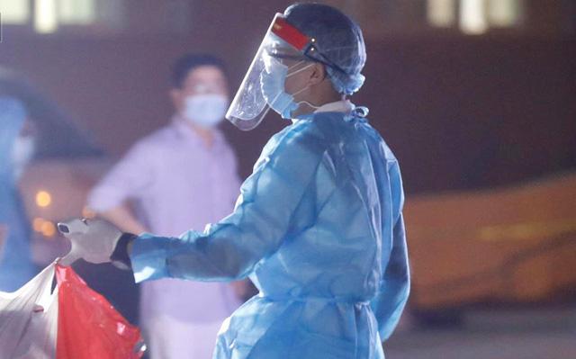 Bệnh nhân 994 tại Bệnh viện E có 2 kết quả xét nghiệm âm tính - Ảnh 1.