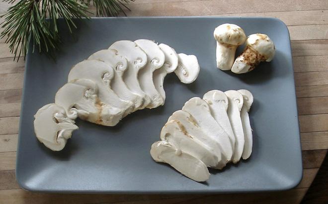 Tới mùa ăn chay, giới nhà giàu săn tìm loại nấm có giá gần 6 chỉ vàng/kg  - Ảnh 2.