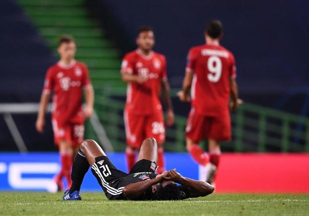 Bán kết Champions League: Cầu thủ Lyon buồn bã, tiếc nuối sau khi gục ngã trước ngưỡng cửa thiên đường - Ảnh 1.