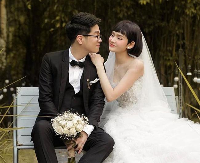 Pha trình diễn như phá đám cưới của cô gái trẻ khiến anh đệm đàn cũng thở dài ngao ngán: Em hát tone nào để anh còn đánh? - Ảnh 2.