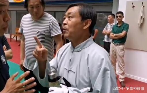 Võ sư đánh đâu thua đó của Trung Quốc gây bão với màn khoe độc chiêu cùng cao thủ Thiếu Lâm - Ảnh 3.