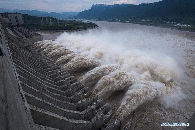 Mổ xẻ nhóm thủ phạm gây lũ lụt dồn dập ở TQ: Thành phố bọt biển cũng không mấy tác dụng! - Ảnh 1.
