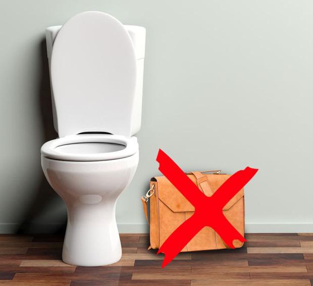 Làm sao để sử dụng toilet công cộng một cách an toàn? Đây là 8 điều cần phải ghi nhớ, nếu không muốn rước bệnh vào người - Ảnh 2.