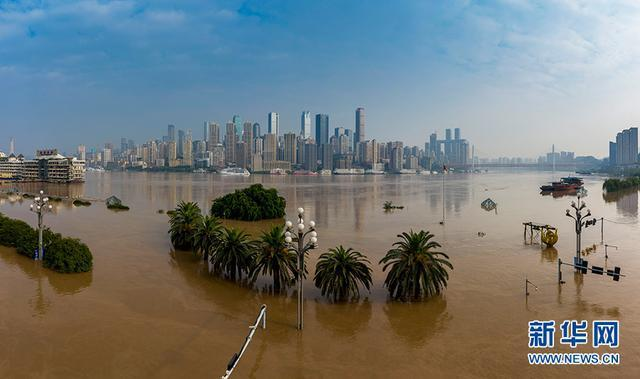 2 đợt lũ trên 2 sông cùng tập kích Trùng Khánh (TQ): Lũ cao nhất trong 40 năm, nước gần nhấn chìm biển tên đường - Ảnh 9.