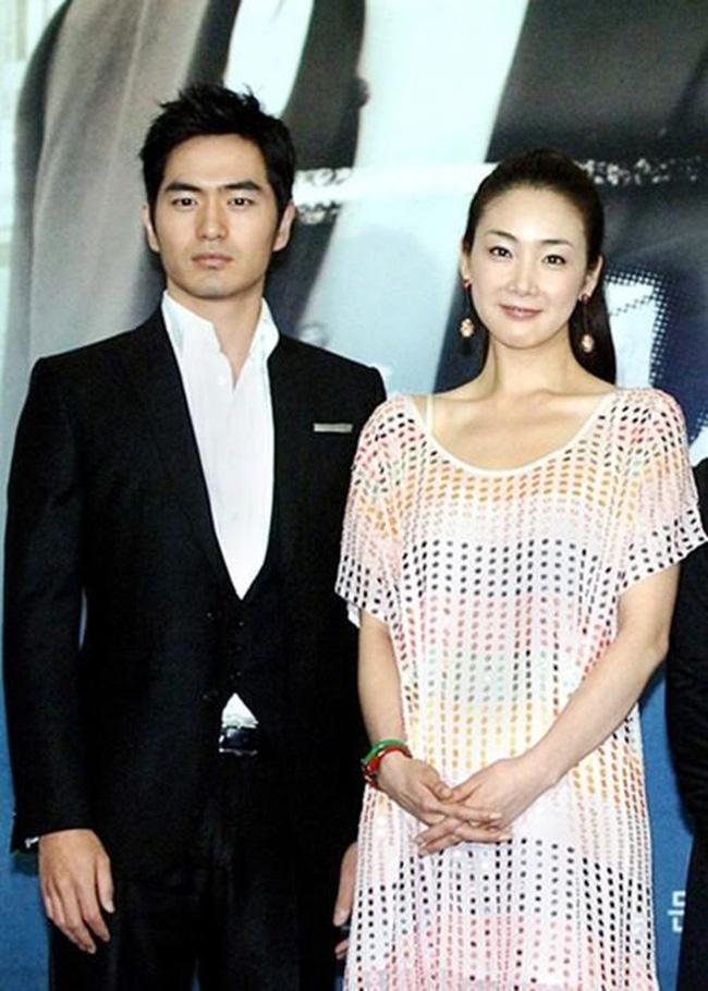 Bốn nữ thần trong series phim 4 mùa đình đám Hàn Quốc: Son Ye Jin - Song Hye Kyo vướng tin đồn tình ái với cùng một người, Choi Ji Woo viên mãn bên chồng con, còn người cuối cùng vẫn im hơi lặng tiếng - Ảnh 12.