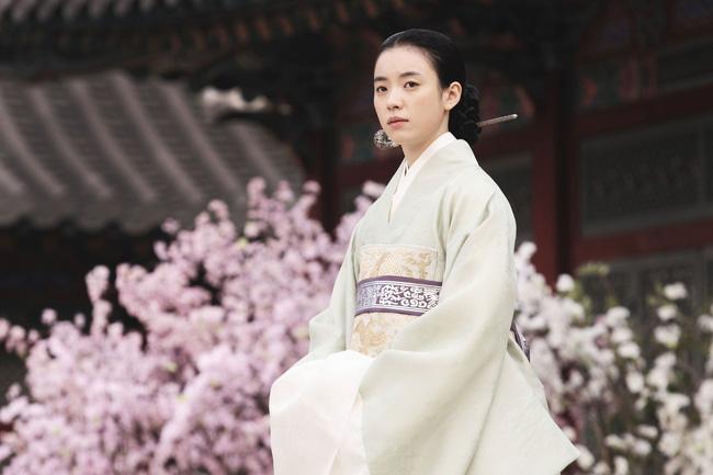 Bốn nữ thần trong series phim 4 mùa đình đám Hàn Quốc: Son Ye Jin - Song Hye Kyo vướng tin đồn tình ái với cùng một người, Choi Ji Woo viên mãn bên chồng con, còn người cuối cùng vẫn im hơi lặng tiếng - Ảnh 26.