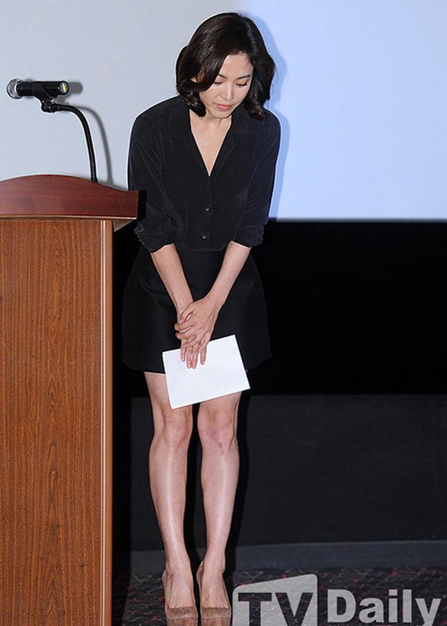 Bốn nữ thần trong series phim 4 mùa đình đám Hàn Quốc: Son Ye Jin - Song Hye Kyo vướng tin đồn tình ái với cùng một người, Choi Ji Woo viên mãn bên chồng con, còn người cuối cùng vẫn im hơi lặng tiếng - Ảnh 4.