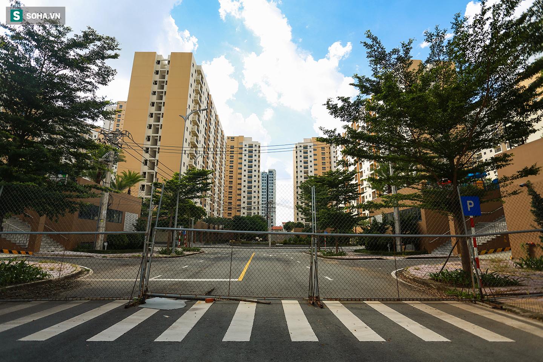 Toàn cảnh khu tái định cư đồ sộ ở TP.HCM có hàng nghìn căn hộ không ai ở, đang chờ bán đấu giá - Ảnh 12.