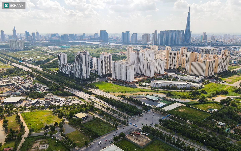 Toàn cảnh khu tái định cư đồ sộ ở TP.HCM có hàng nghìn căn hộ không ai ở, đang chờ bán đấu giá - Ảnh 2.