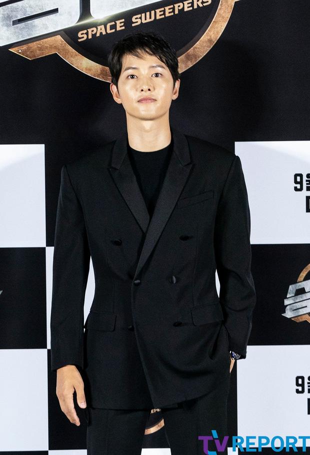 Song Joong Ki lại thua đau trước Song Hye Kyo: Nhà trai sự nghiệp chông chênh, ngoại hình xuống dốc còn mỹ nữ mang danh bị chồng bỏ thì thăng hạng từ nhan sắc tới danh tiếng - Ảnh 12.