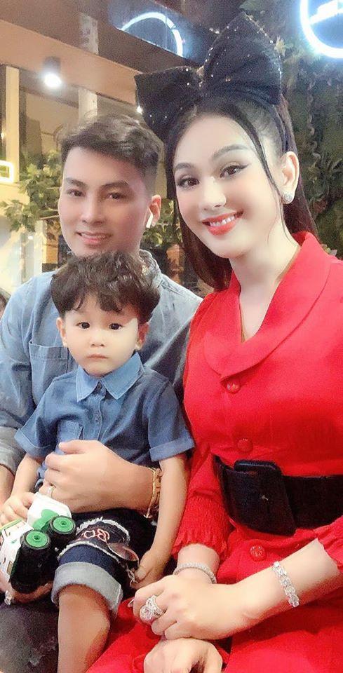 Lâm Khánh Chi và chồng kém tuổi bị đồn hợp đồng hôn nhân: Họ không tin người chuyển giới có hạnh phúc thật sự - Ảnh 3.