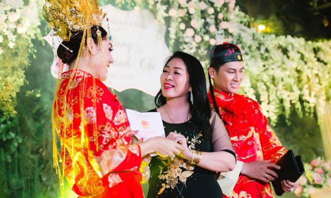 Lâm Khánh Chi và chồng kém tuổi bị đồn hợp đồng hôn nhân: Họ không tin người chuyển giới có hạnh phúc thật sự - Ảnh 4.