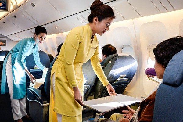 Trải qua 5 lần thay đổi đồng phục tiếp viên, Vietnam Airlines từng lọt Top 10 trang phục hàng không đẹp nhất thế giới và được nhận xét là ngày càng tinh tế, dịu dàng - Ảnh 8.