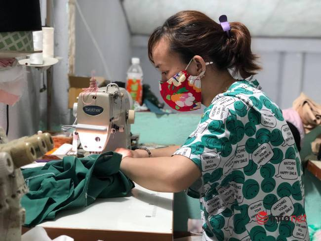 Phụ nữ Đà Nẵng bảo nhau may áo blouse hỗ trợ y bác sỹ chống dịch - Ảnh 2.