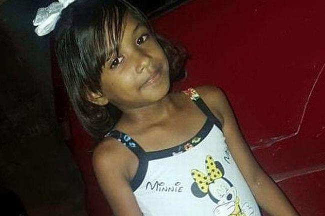 Bé gái 9 tuổi đột ngột mất tích không dấu vết, hình ảnh cuối cùng trên camera của em khiến cha mẹ chết lặng - Ảnh 2.
