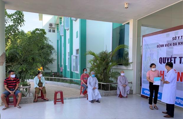 Thêm BN tử vong do mắc COVID-19, ca thứ 27; nhiều người TP HCM từ Đà Nẵng về hồi tháng 7 giờ mới đến khai báo y tế - Ảnh 1.