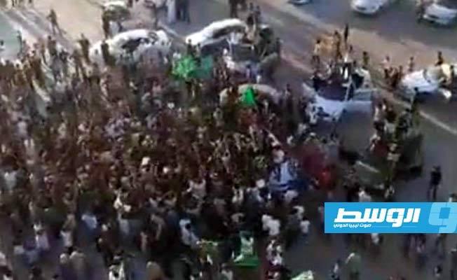 Libya nóng: Người dân xuống đường biểu tình, ủng hộ con trai ông Gaddafi tái xuất chính trường - Ảnh 4.