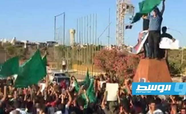 Libya nóng: Người dân xuống đường biểu tình, ủng hộ con trai ông Gaddafi tái xuất chính trường - Ảnh 6.