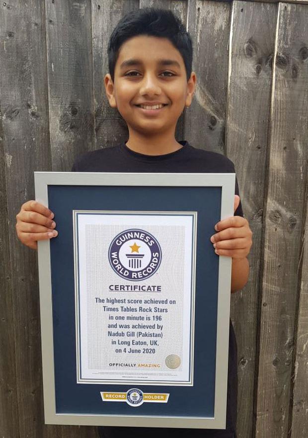 Thần đồng 10 tuổi lập Kỷ lục Guiness thế giới với khả năng làm toán siêu nhanh, nhìn thôi cũng khiến ai nấy hoa mắt chóng mặt - Ảnh 1.