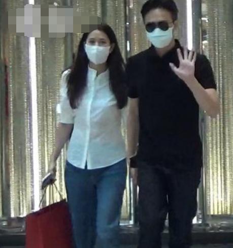 Sắp bước sang tuổi 50 nhưng Trương Trí Lâm và Viên Vịnh Nghi vẫn tíu tít như vợ chồng trẻ sau 27 năm bên nhau - Ảnh 4.