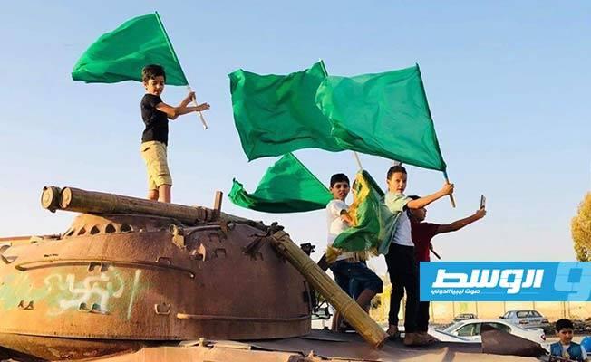 Libya nóng: Người dân xuống đường biểu tình, ủng hộ con trai ông Gaddafi tái xuất chính trường - Ảnh 3.
