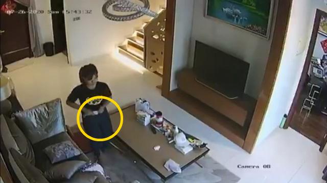 Kiểm tra camera trong phòng khách, chủ nhà kinh hãi phát hiện nữ giúp việc cho khẩu trang vào quần rồi rút ra để lại chỗ cũ - Ảnh 2.