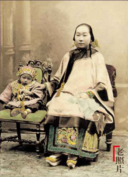 Loạt ảnh cũ quý hiếm phản ánh chân thực dung nhan của những phụ nữ vào cuối thời nhà Thanh - Ảnh 1.