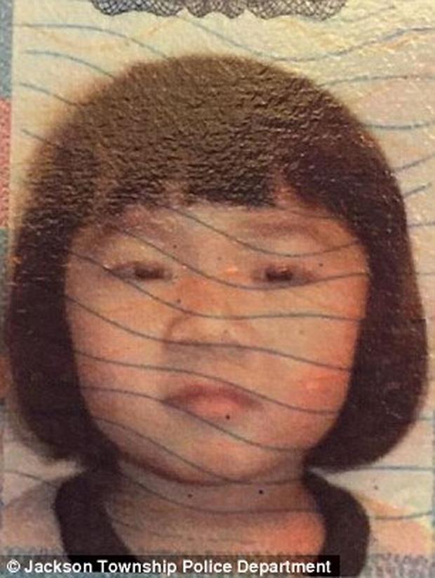 Bà mẹ hoảng loạn báo con 5 tuổi mất tích, cảnh sát huy động lực lượng truy tìm rồi phát hiện cảnh tượng ám ảnh ngay tại  nhà đứa trẻ - Ảnh 1.