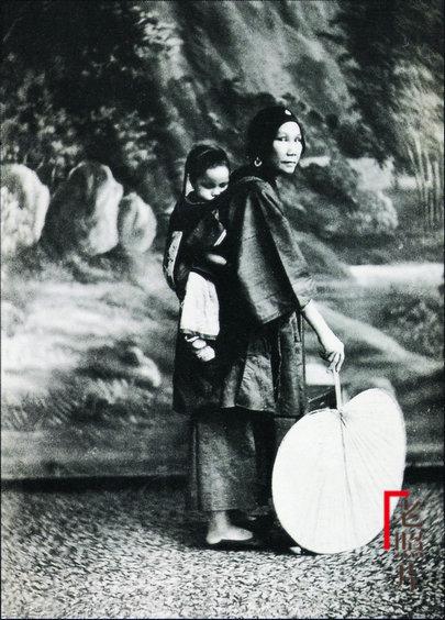 Loạt ảnh cũ quý hiếm phản ánh chân thực dung nhan của những phụ nữ vào cuối thời nhà Thanh - Ảnh 3.