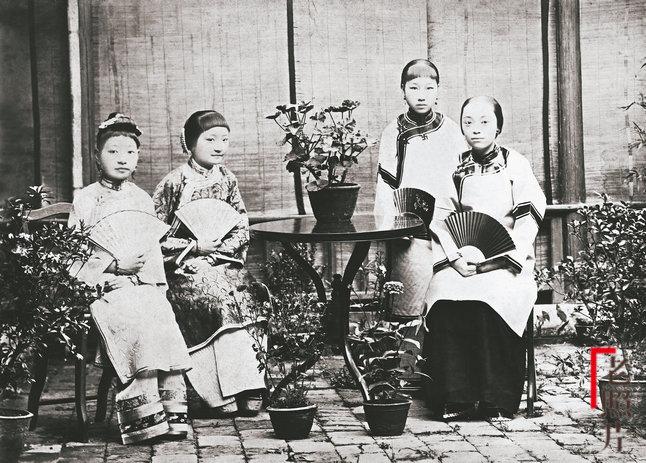 Loạt ảnh cũ quý hiếm phản ánh chân thực dung nhan của những phụ nữ vào cuối thời nhà Thanh - Ảnh 5.