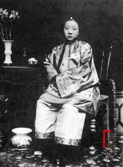 Loạt ảnh cũ quý hiếm phản ánh chân thực dung nhan của những phụ nữ vào cuối thời nhà Thanh - Ảnh 9.