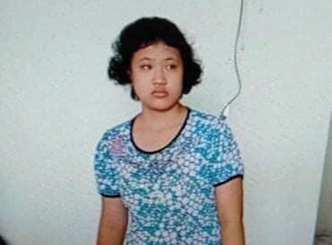 Bé gái 14 tuổi mất tích, camera siêu thị điện máy ghi lại hình ảnh người đàn ông đưa bé tới mua điện thoại - Ảnh 2.